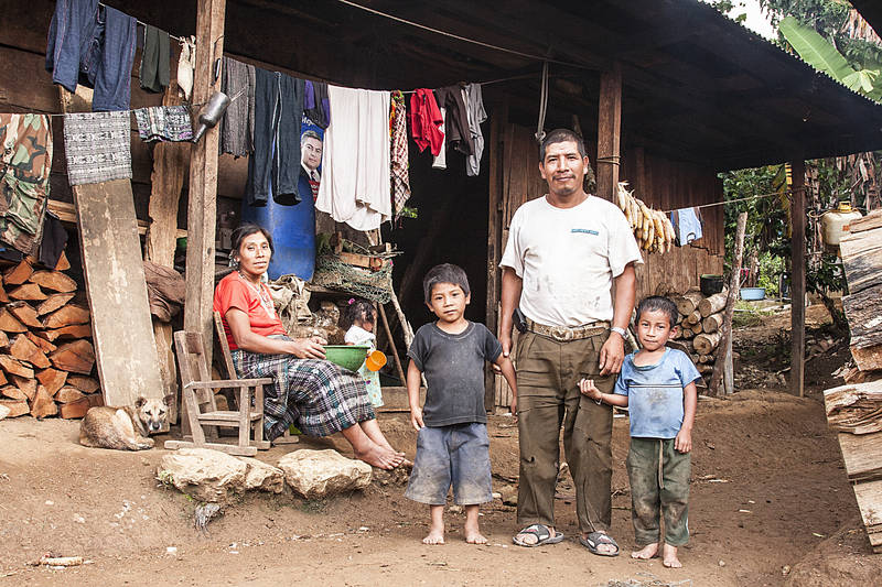 Une famille indigène au Guatemala. Willemjan Vandenplas